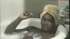 Gloria Hendry Sexy in Bathtub – Savage Sisters
