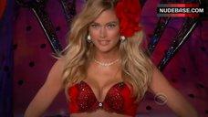 Doutzen Kroes in Red Bra ind Panties – The Victoria'S Secret Fashion Show 2011