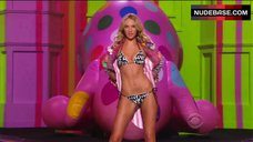 Candice Swanepoel Sexy in Bikini – The Victoria'S Secret Fashion Show 2009