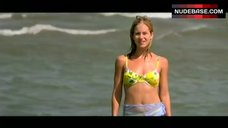 Christina Applegate Bikini Scene – Kiss Of Fire
