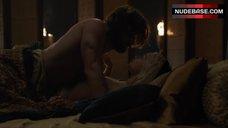 8. Emilia Clarke Intim Scene – Game Of Thrones