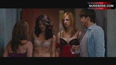 Abby Elliott Lingerie Scene – No Strings Attached