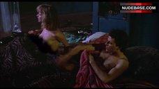 Rosanna Arquette Flashes Nude Tits – Desperately Seeking Susan