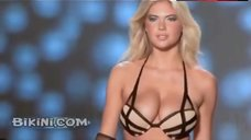 Kate Upton Big Bouncing Tits  – Kate Upton Beach Bunny Catwalk Video