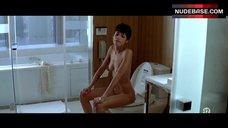 Omahyra Naked on Toilet – Les Derniers Jours Du Monde