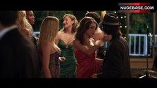 4. Dreama Walker Lesbian Kiss – Date And Switch