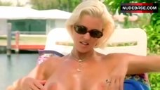 Amy Lynn Baxter Flashes Nude Breasts – Smokin' Stogies