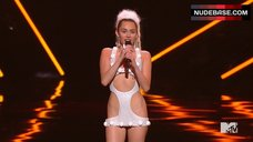 6. Miley Cyrus Sexy on Stage – Mtv Video Music Awards