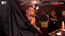10. Miley Cyrus Flashes One Tit – Mtv Video Music Awards