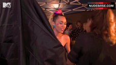 5. Miley Cyrus Flashes One Tit – Mtv Video Music Awards