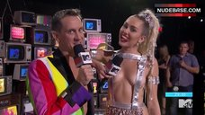 10. Miley Cyrus in Hot Outfit – Mtv Video Music Awards