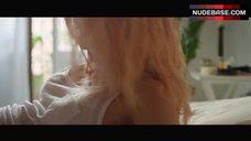 Ana De Armas Intimate Scene – Por Un Punado De Besos