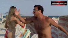 2. Vanessa Hessler Hot Bikini Scene – Natale A Miami
