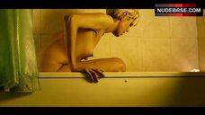 Agyness Deyn Nude in Bath Tub – Pusher
