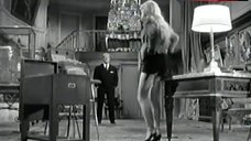 Brigitte Bardot Flashes Ass – En Cas De Malheur
