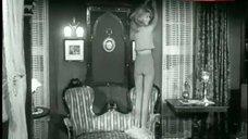 Brigitte Bardot Sexy Scene – Une Ravissante Idiote