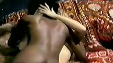 3. Cindy Leadbetter Nude in Lesbi Scene – Amanti Miei