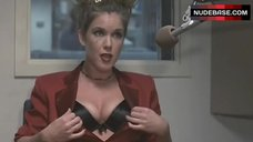 Kira Reed Shows Cleavage – Amy'S O