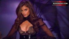 Taylor Hill Sexy Scene – The Victoria'S Secret Fashion Show 2016