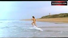 Hedy Burress Nude on Beach – Los Anos Barbaros