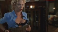Jenna Elfman Shows Tits in Bra – Krippendorf'S Tribe
