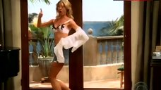 Jenna Elfman in Bra – Two And A Half Men