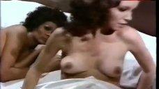 Alma Muriel Lesbian Scene – Cuando Tejen Las Aranas
