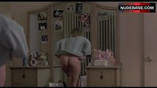 Cathy Podewell Shows Butt – Night Of The Demons