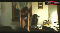 Marie-Josee Croze Hot Scene – Des Chiens Dans La Neige