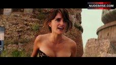 Hot Penelope Cruz in Black Corset – Zoolander 2