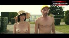 Maria De Medeiros Public Nudity – Ni A Vendre Ni A Louer