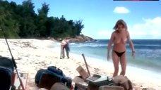 Amanda Donohoe Full Nude on Beach – Castaway