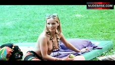 Nelide Giammarco Topless Scene – Bread And Chocolate