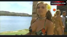 Carmen Electra Dance in Bikini – Baywatch: Hawaiian Wedding