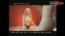 Juli Ashton Naked Boobs – Orgazmo