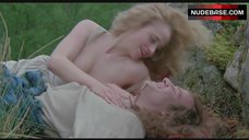 8. Beatie Edney Boobs Scene – Highlander