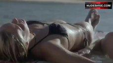 Kate Bosworth Hot in Bikini – Blue Crush
