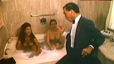 Laura Tovar Naked in Bath – Un Macho En El Hotel