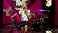 Avril Lavigne Hot Scene – Avril Lavigne: Girlfriend
