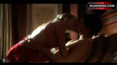 Amanda Seyfried Hot Scene – House, M.D.