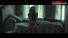 6. Amanda Seyfried Hot Scene – Fathers And Daughters