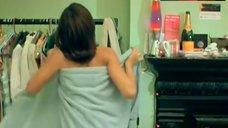 5. Jessica Alba Side Boob – Paranoid
