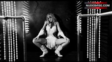 Jessica Alba Sexy Dancing – Sin City: A Dame To Kill For