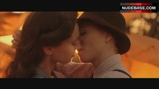 Mary Stockley Lesbian Kiss – V For Vendetta