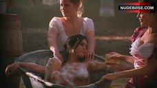 Bianca Smith Nude in Bathtub – 2001 Maniacs