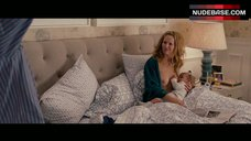 10. Leslie Mann Big Nude Tits during Breast Feeding – The Change-Up