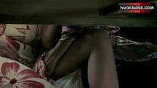Saffron Burrows Lesbian Fingering Scene – Frida