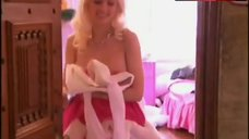Holly Madison Dressing – The Girls Next Door