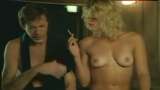 Val Kline Naked Brreasts – The Beach Girls