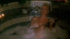 Sally Kirkland Nude in Hot Tub – Gunmen